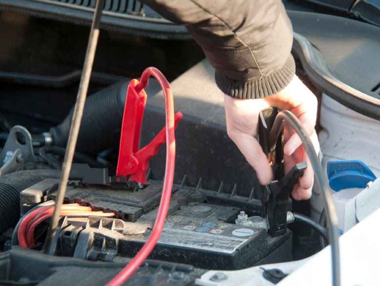 Does revving the engine help jump start a car